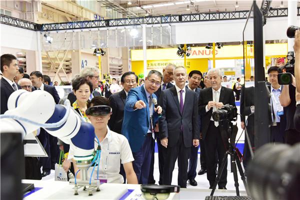 2018世界机器人大会多位国家领导人关注新松展位